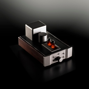 Fosgate Signature headphone amp (dark background)