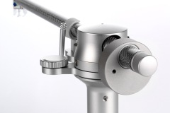 Tracer tonearm with silver finish - rear view detail