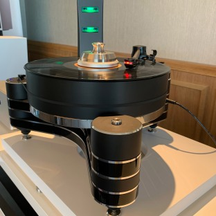 Clearaudio Innovation with DS Audio DS-W2 cartridge and ION-001